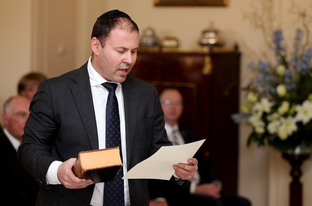 © Reuters. Australia's Minister for Resources, Energy and Northern Australia Josh Frydenberg participates in a swearing-in ceremony at Government House in Canberra, Australia