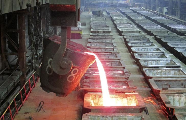 © Reuters. Цех Надеждинского металлургического завода Норникеля в Норильске