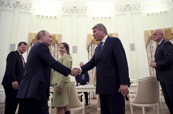 © Reuters. Russian President Putin meets German businessmen in Moscow