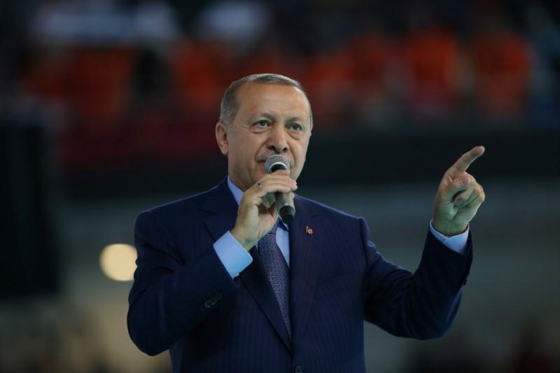 © Reuters. أردوغان: لا تهتموا بسعر الصرف وركزوا على الصورة الكبيرة