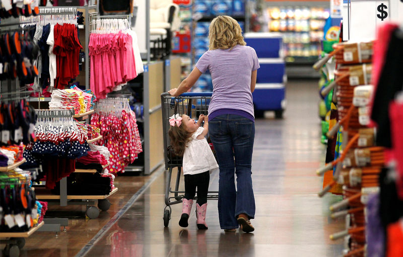 © Reuters. FILE PHOTO: A woman shops with her daughter at a Walmart Supercenter in Rogers