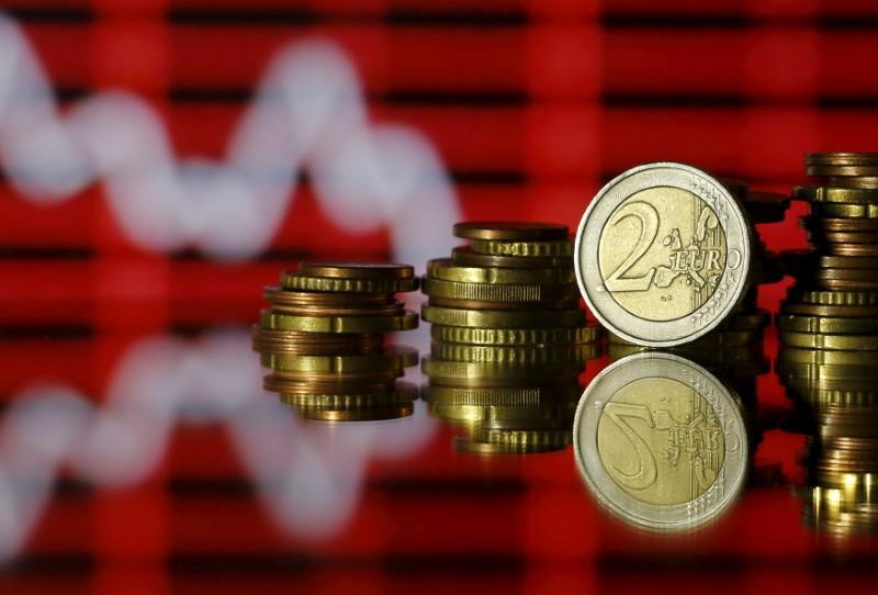 © Reuters. El euro cae entre preocupaciones por la exposición bancaria en Turquía