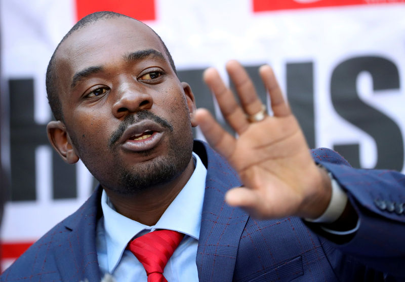 © Reuters. Opposition Movement for Democratic Change (MDC) leader Nelson Chamisa addresses a media conference following the announcement of election results in Harare