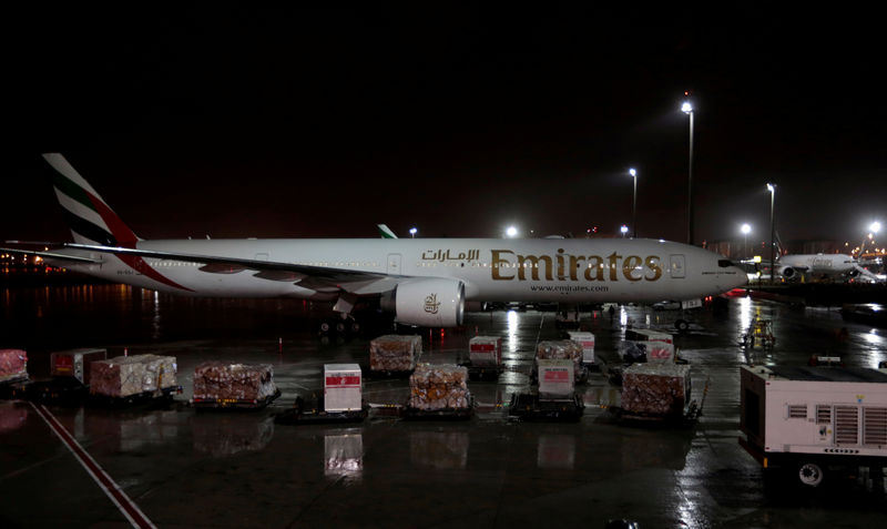 © Reuters. FILE PHOTO: Emirates airlines planes stand parked at Dubai International Airport