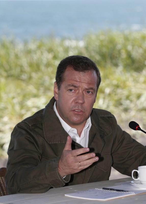 © Reuters. Premiê russo, Dmitry Medvedev, durante visita a uma reserva natural no extremo leste do país