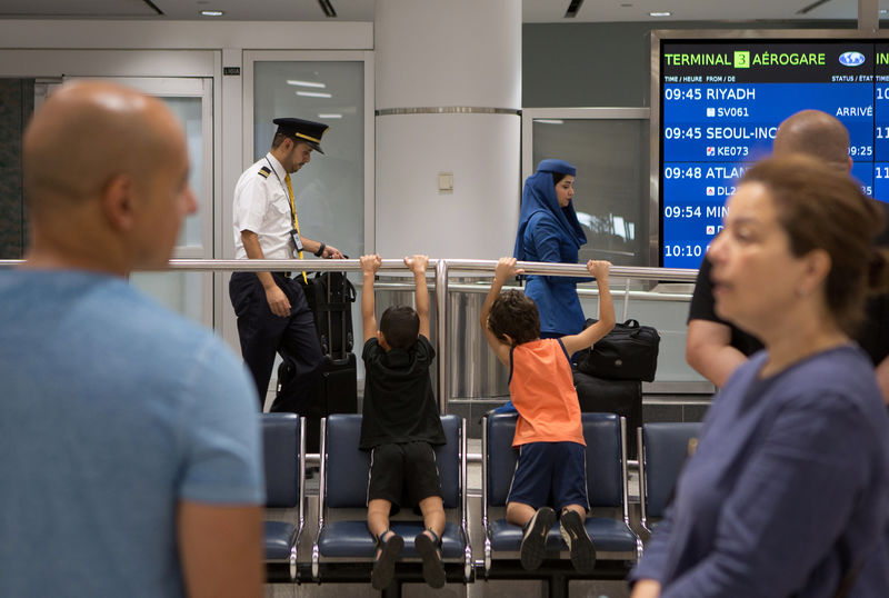 © Reuters. People arrive at Toronto Pearson International Airport from Saudi Airlines flight from Riyadh in Toronto