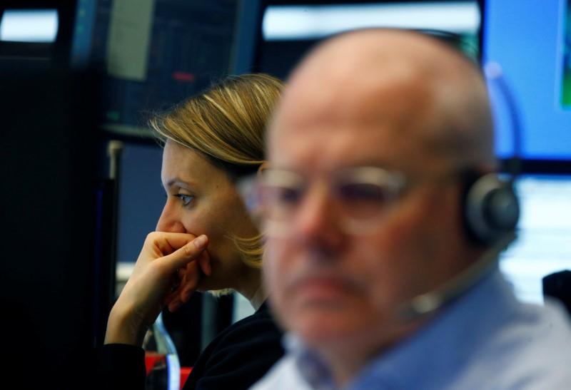© Reuters. A trader works at Frankfurt's stock exchange in Frankfurt