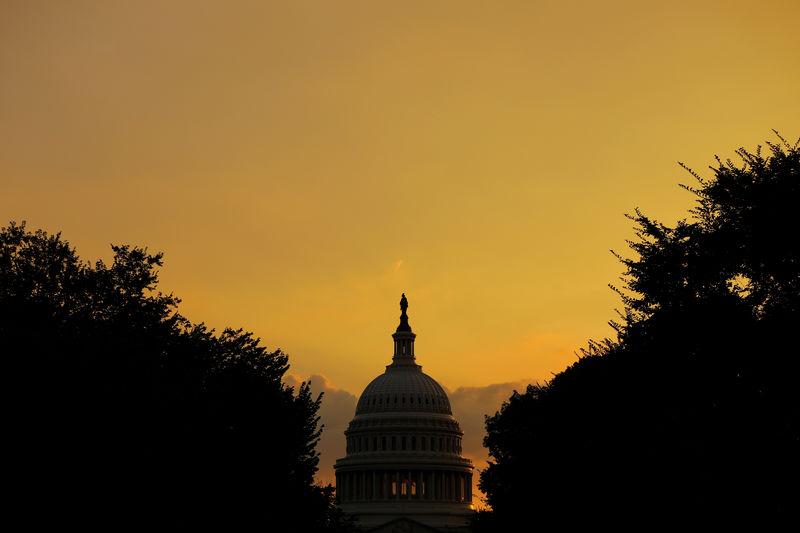 © Reuters. Здание Капитолия, в котором проходят заседания Конгресса США, в Вашингтоне