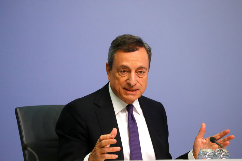 © Reuters. FILE PHOTO: ECB President Draghi speaks during news conference following the governing council's interest rate decision at the headquarters in Frankfurt