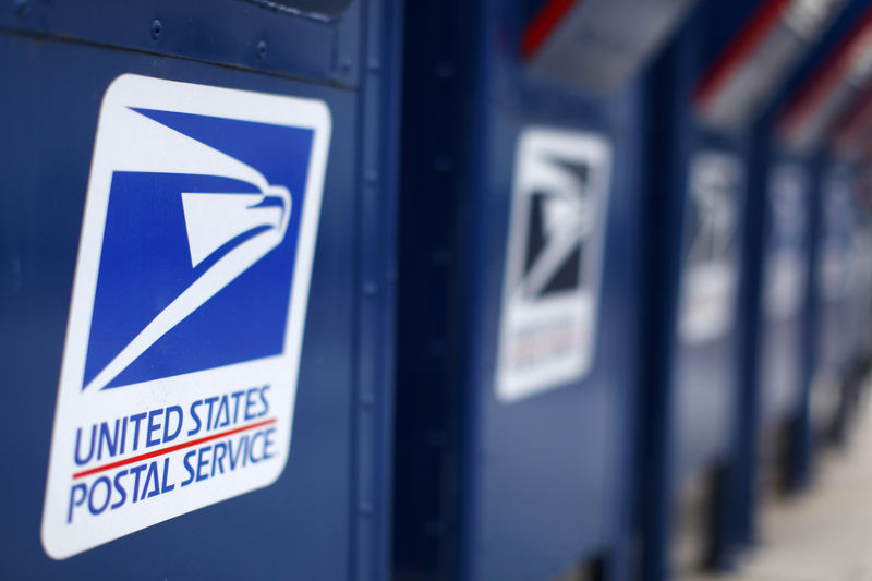 © Reuters. File photo of U.S. postal service mail boxes at a post office in Encinitas