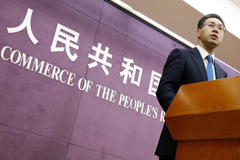 © Reuters. Официальный представитель министерства коммерции КНР Гао Фэн на пресс-конференции в Пекине