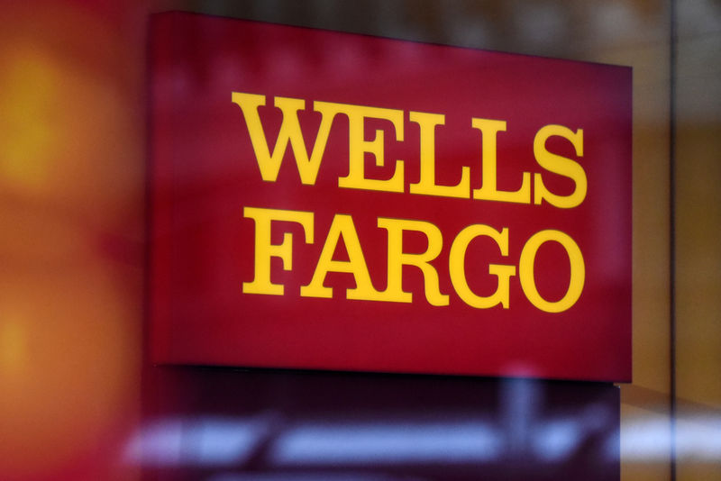 © Reuters. A Wells Fargo logo is seen in New York City