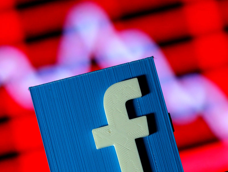 © Reuters. A 3D-printed Facebook logo is seen in front of a displayed stock graph in this illustration taken