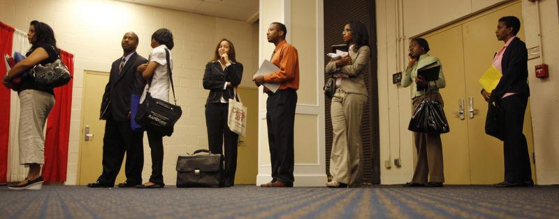 © Reuters. طلبات إعانة البطالة الأمريكية تتراجع أقل من المتوقع