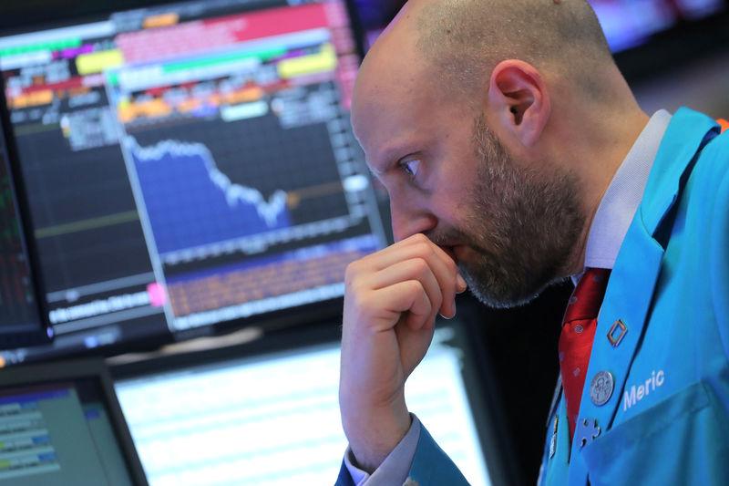 © Reuters. وول ستريت تفتح منخفضة مع تصاعد مخاوف التجارة بعد اعتقال مسؤولة بهواوي
