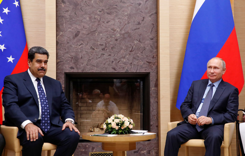 © Reuters. Russian President Putin meets with his Venezuelan counterpart Maduro outside Moscow