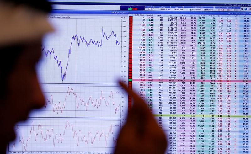 © Reuters. بورصة دبي تتراجع لأدنى مستوى في سنوات والنفط يضغط على السعودية