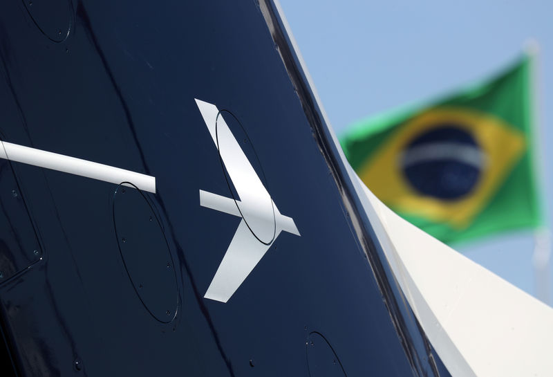 © Reuters. Logo of Brazilian aviation company Embraer at LABACE in Sao Paulo