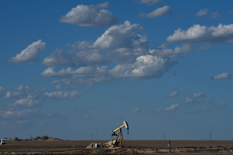 © Reuters. A pump jack operates in the Permian Basin oil and natural gas production area near Midland
