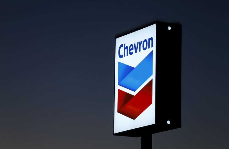 © Reuters. File photo of a Chevron gas station sign in Cardiff, California