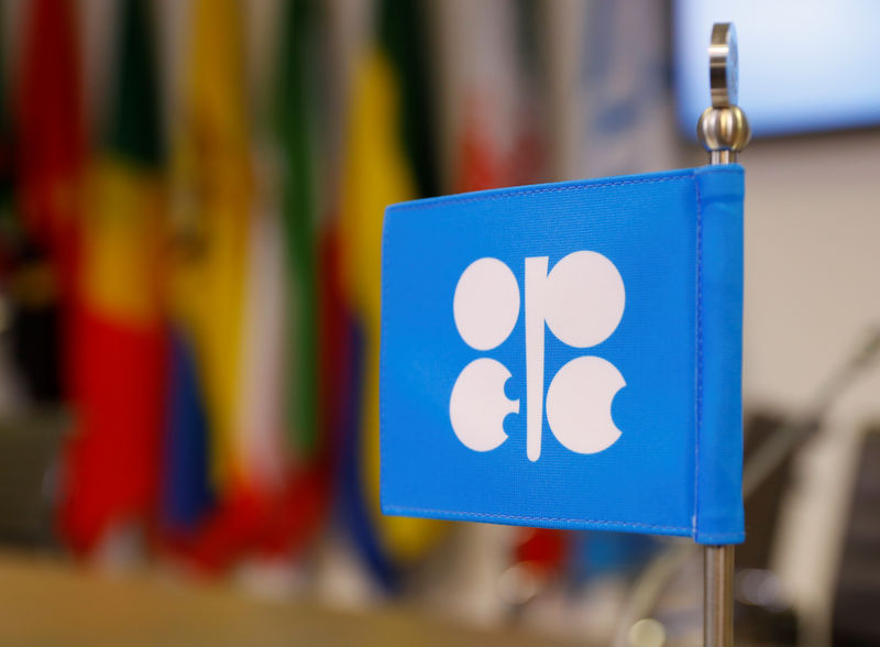 © Reuters. The logo of the Organization of the Petroleum Exporting Countries (OPEC) is seen inside their headquarters in Vienna