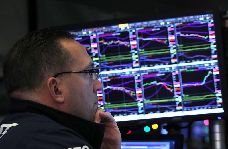 © Reuters. Trader trabalha no pregão da Bolsa de Nova York