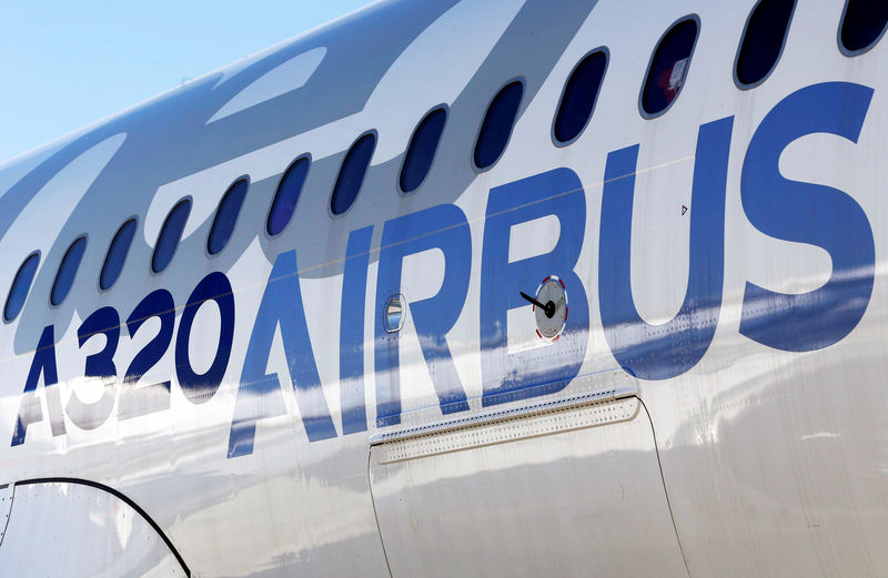 © Reuters. FILE PHOTO: An Airbus A320neo aircraft is pictured during a news conference to announce a partnership between Airbus and Bombardier on the C Series aircraft programme, in Colomiers near Toulouse
