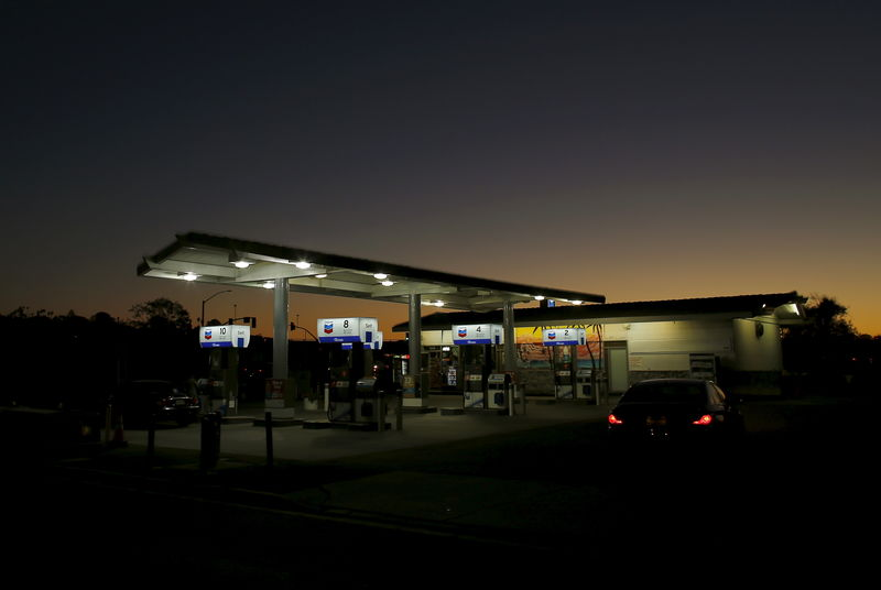 © Reuters. A Chevron gas station is seen in Cardiff, California