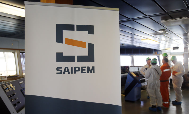 © Reuters. FILE PHOTO - A Saipem logo in seen on the bridge of the Saipem 10000 deepwater drillship in Genoa's harbour