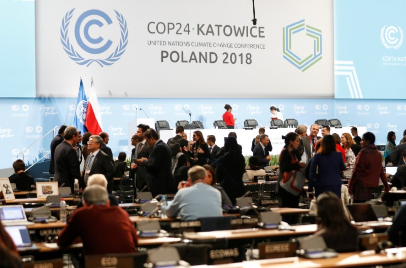 """U.N. climate talks run into overtime, but deal """"in reach"""""""