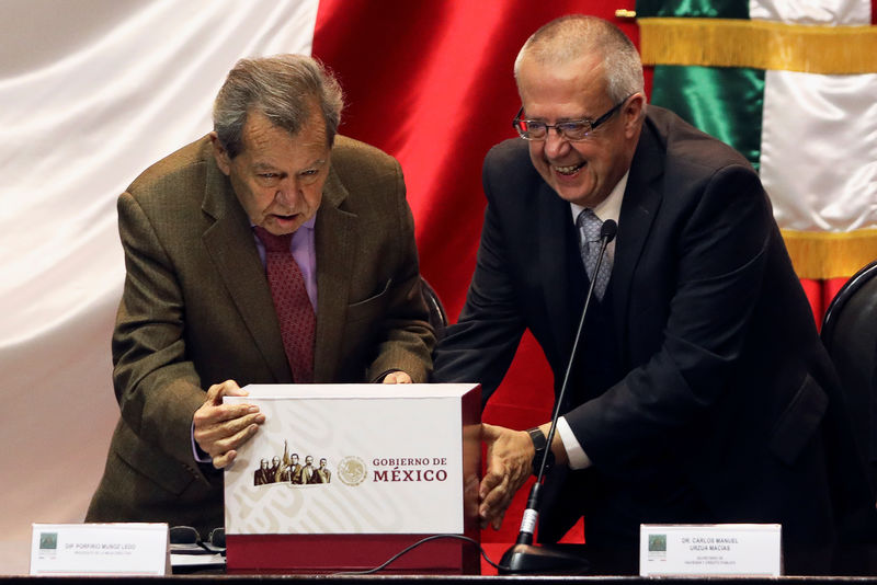 © Reuters. Mexico's new Finance Minister Carlos Urzua presents the 2019 national budget next to lawmaker Porfirio Munoz Ledo of the ruling National Regeneration Movement party (MORENA) at the Congress in Mexico City,