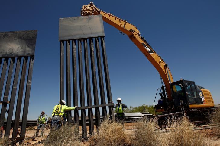 Standoff over Trump border wall puts U.S. Congress in budget 'pickle'