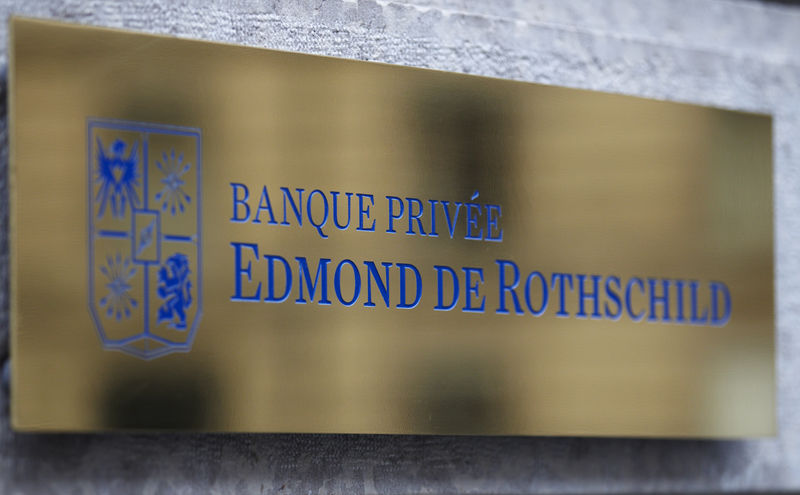 © Reuters. FILE PHOTO: A logo of Banque Privee Edmond de Rothschild is seen on the bank building  before a news conference for the group's 2010 results, in Geneva