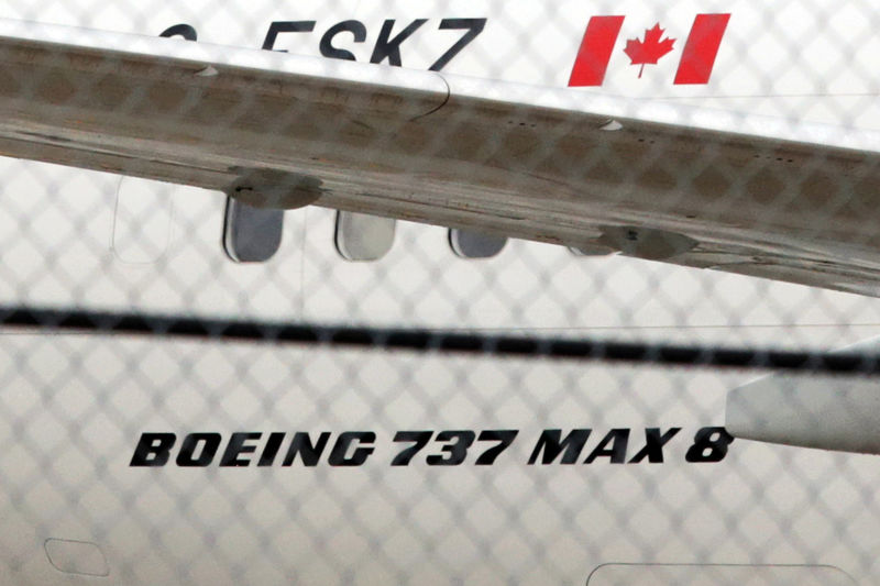 © Reuters. Самолет Boeing 737 MAX 8 авиакомпании Air Canada в международном аэропорту Торонто Пирсон