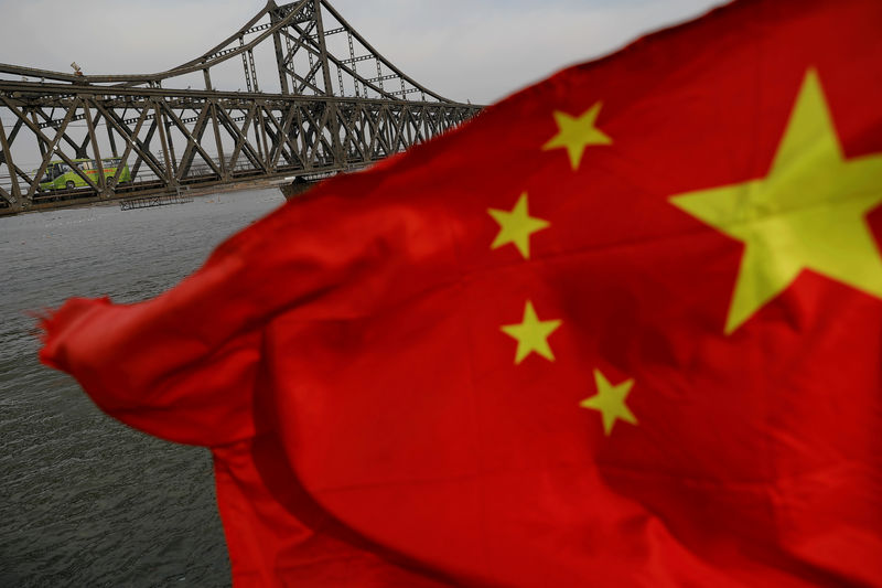© Reuters. FILE PHOTO: A Chinese flag is seen in front of the Friendship bridge over the Yalu River connecting the North Korean town of Sinuiju and Dandong in China's Liaoning province