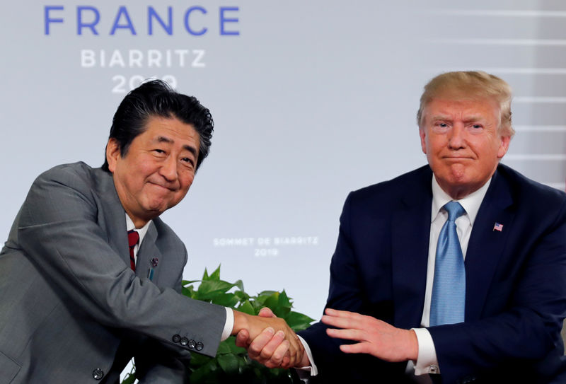 © Reuters. FILE PHOTO: U.S. President Trump and Japan's Prime Minister Abe shake hands at a bilateral meeting during the G7 summit in France