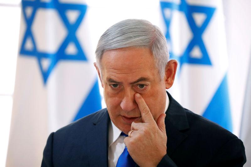 © Reuters. FILE PHOTO: Israeli Prime Minister Benjamin Netanyahu gestures during a weekly cabinet meeting in the Jordan Valley, in the Israeli-occupied West Bank