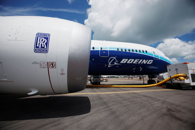 © Reuters. FILE PHOTO: View of one of two Rolls Royce Trent 1000 engines of Boeing 787 Dreamliner during media tour of the aircraft ahead of the Singapore Airshow in Singapore