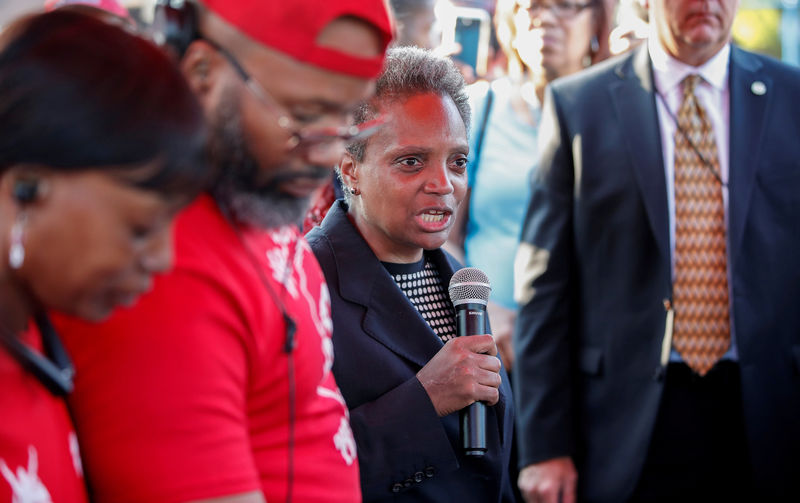 Chicago mayor tells investors she will tackle city's fiscal woes By Re