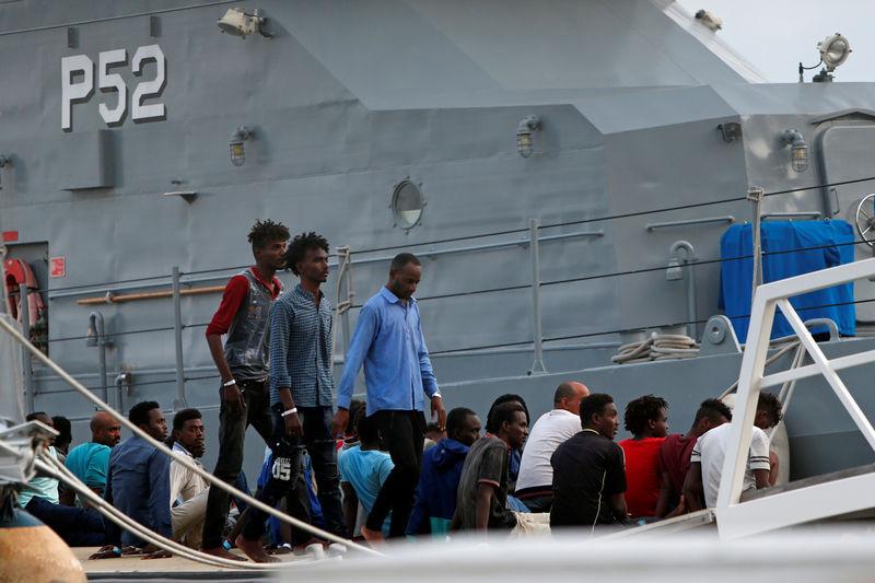 Une partie des migrants recueillis par l'Ocean Viking débarquent à Mal