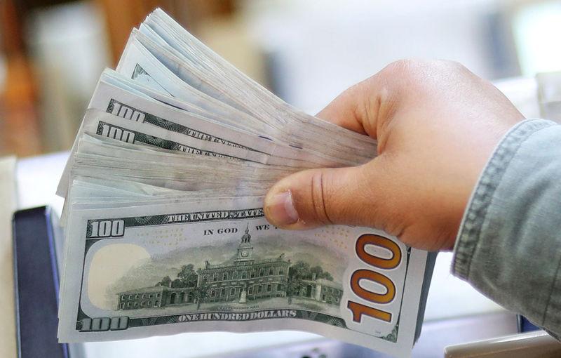 Dólar sobe contra real com foco em negociações comerciais EUA-China