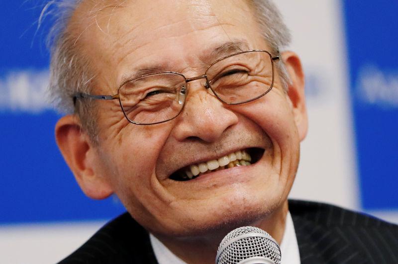 © Reuters. Akira Yoshino, um dos ganhadores do Nobel de Química, concede entrevista coletiva em Tóquio
