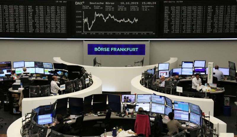 © Reuters. FILE PHOTO: The German share price index DAX graph at the stock exchange in Frankfurt