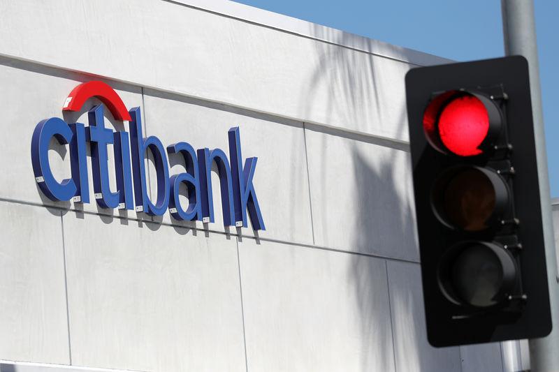 © Reuters. A Citibank branch is seen in Santa Monica