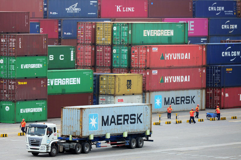 © Reuters. FILE PHOTO: Truck transports a container at a port in Qingdao, Shandong