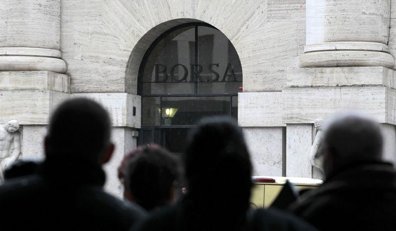 scarpe da skate allacciarsi dentro bene fuori x Borsa Milano parte debole, svetta Gedi, vendute le banche Da Reuters