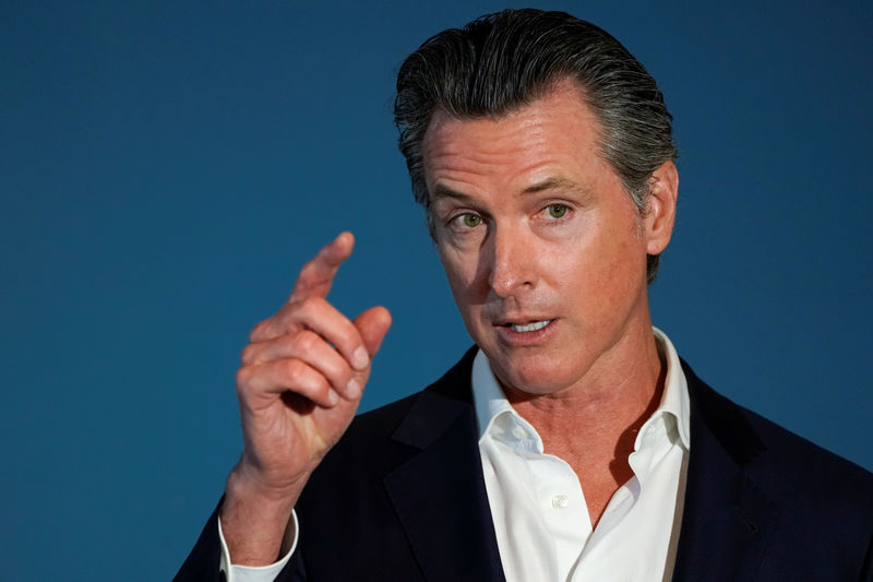 © Reuters. California governor Gavin Newsom speaks at a news conference in San Diego