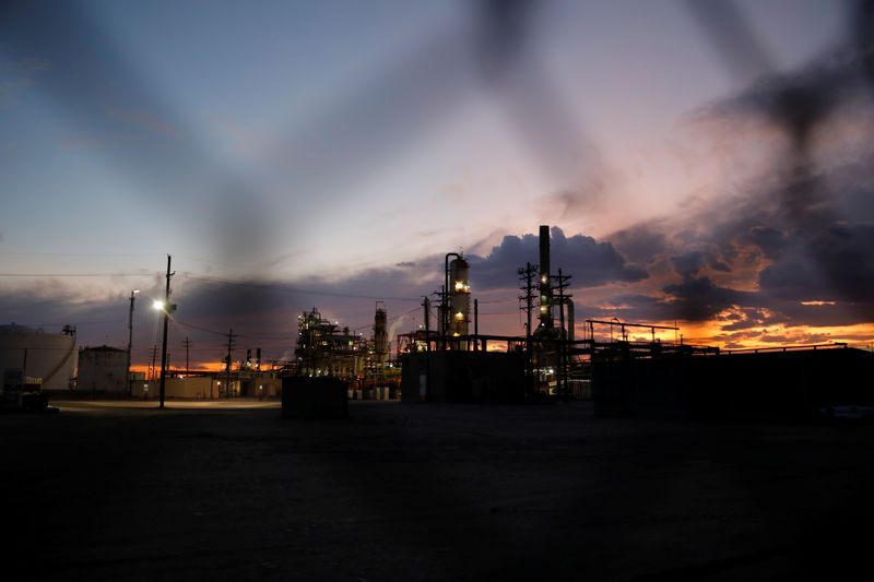 Oil prices fall nearly 2% on China data, trade war jitters By Reuters
