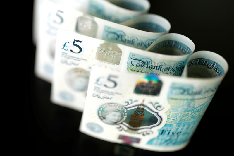 © Reuters. FILE PHOTO: British five pound banknotes are seen in this picture illustration