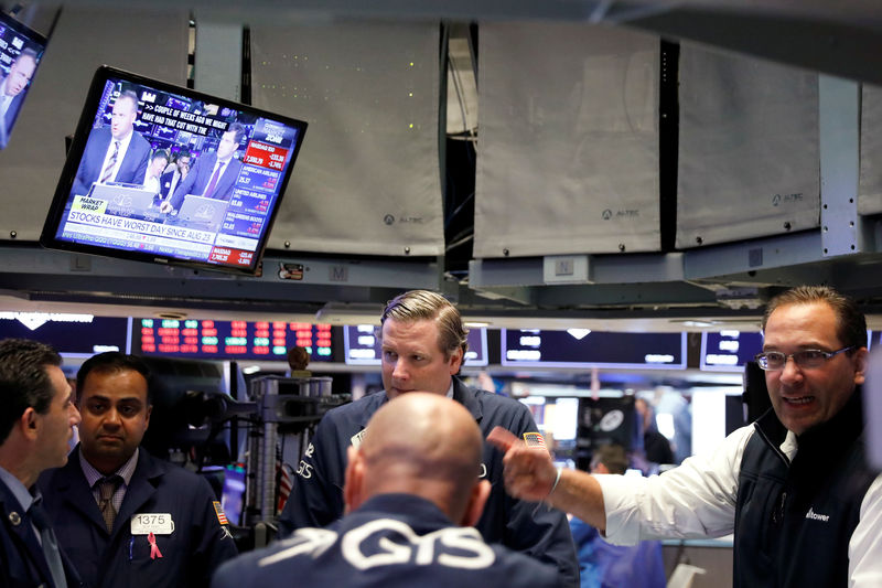 U.S. stock funds see first weekly inflow in a month By Reuters